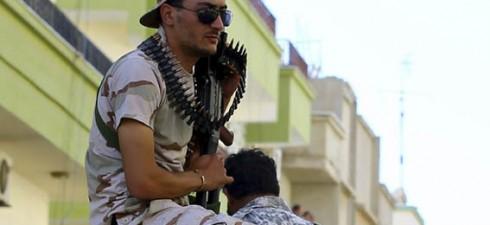 أنصار البغدادي يعلنون درنة إمارة اسلامية تابعة لداعش طائرات حفتر تقصف مطار معتيقة للمرة الثانية وتعزل ليبيا عن العالم جواً طرابلس الزمان بات تنظيم الدولة الاسلامية يجتذب العديد من المؤيدين […]