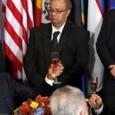 أوباما وبوتين يختلفان على بقاء الأسد ويتفقان حول حل سياسي في سوريا أنقرة مستعدة للتعاون مع موسكو .. وهولاند لا نتصور إنتقالاً للسلطة في وجود الرئيس السوري نيويورك الزمان اجتمع […]