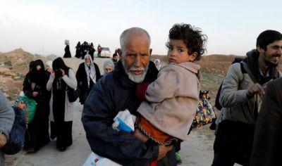 إجلاء المدنيين تحت رصاص قناصة داعش من غرب الموصل