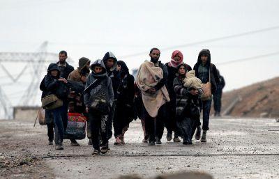 جوع وفقدان أمن جراء إتخاذ داعش المدنيين دروعاً بشرية