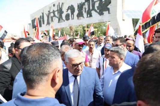متظاهرون يشيّعون الصناعة العراقية بسبب الإجراءات الخجولة ...